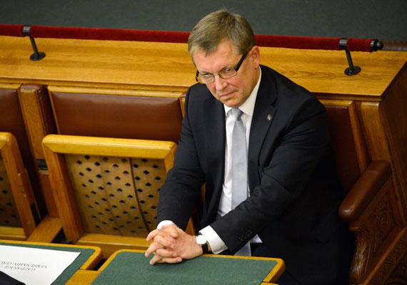 Az egykori nemzetgazdasági miniszter, jelenlegi jegybankelnök becsületes neve Matolcsy György Huba. Harmadik nevét ő sem használja, így minden bizonnyal a készülő új bankjegyeken sem fog szerepelni.