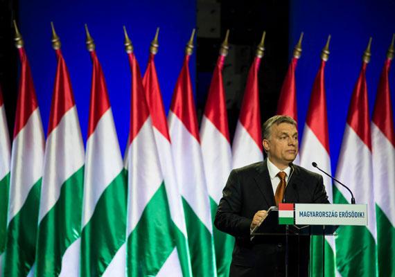 """A """"tisztelt hölgyeim és uraim"""" megszólításhoz hasonló gyakorisággal alkalmazza beszédeiben a kormányfő a """"kedves barátaim""""-at. Legutóbbi évértékelőjét is többször szakította meg, hogy biztosítsa a hallgatókat arról, itt a munkatársnál, az ismerősnél, de még a havernál is többről van szó Orbán és közönsége közt."""