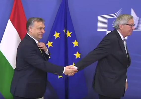2015 januárjában, az EU-tagországok vezetőinek brüsszeli találkozóján Orbán Viktor csupán kezet akart fogni az Európai Bizottság elnökével, Jean-Claude Junckerrel, ám az magával húzta, így Orbán kénytelen volt vele együtt távozni a pódiumról. A kínos esetet felkapta az internet, még a BuzzFeed nevű oldal is első helyen válogatta be - mint fájdalmasan kínos pillanatot.                         A kézfogást videón itt nézheted meg.