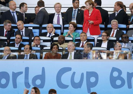 Sepp Blatter FIFA-elnök, Vlagyimir Putyin orosz elnök, Dilma Rousseff brazil államfő, Angela Merkel német kancellár, Joachim Gauck német államfő, Orbán Viktor magyar miniszterelnök és Orbán Gáspár, a magyar kormányfő fia. Az ifjú Orbán a Puskás Akadémia igazolt labdarúgója.