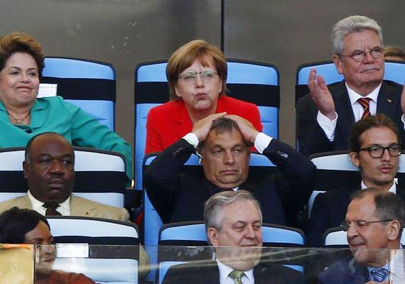 Orbán átadta magát a meccsnek, láthatóan együtt izgult Merkellel. Talán a németeknek szorított?