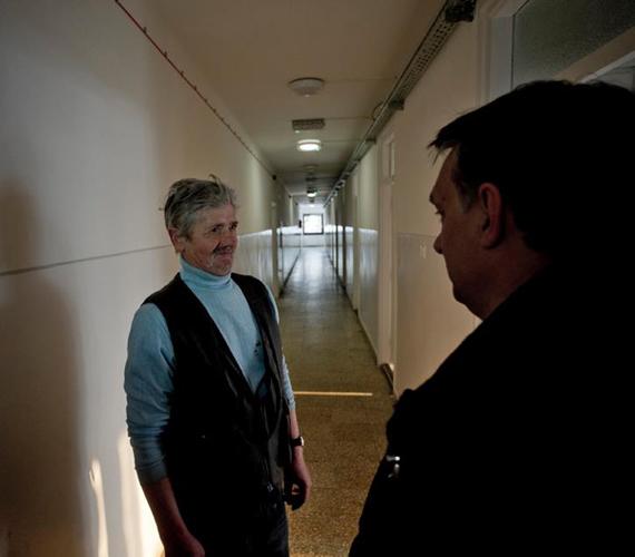 Orbán Viktor elsőként azt vette szemügyre, megfelelő ellátást kapnak-e a hajléktalanok - írja a Blikk.