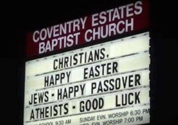 """Deutsch Tamás nem foglalkozott a meghittség látszatával húsvétkor, ezért családi kép helyett egy vallásilag korrekt fotót közölt. """"Keresztények: boldog húsvétot, zsidók: boldog Pészachot, ateisták: sok szerencsét!"""" - áll az EP-képviselő által posztolt fotón."""