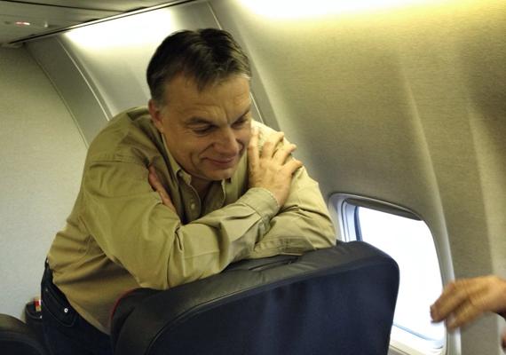 A magyar miniszterelnök, Orbán Viktor az Indiába tartó repülőúton.