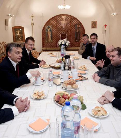 Miskolc  Orbán Viktor szeptember 30-án járt Miskolcon. A miniszterelnök megbeszélést folytatott Kriza Ákossal, a Fidesz-KDNP polgármester-jelöltjével.