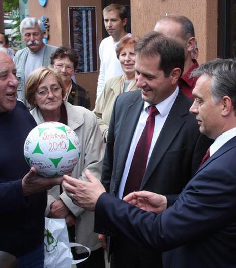 Szarvas  A kormányfő szeptember 27-én látogatott el Szarvasra, ahol megbeszélést folytatott Babák Mihály polgármesterrel és Dankó Bélával, a körzet országgyűlési képviselő-jelöltjével.