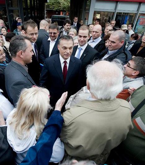 Tatabánya  A miniszterelnök 2010. szeptember 28-án látogatott Tatabányára, az önkormányzati választások kampányakor.  Orbán Viktor megbeszélést folytatott Schmidt Csabával, a Fidesz-KDNP polgármester-jelöltjével.