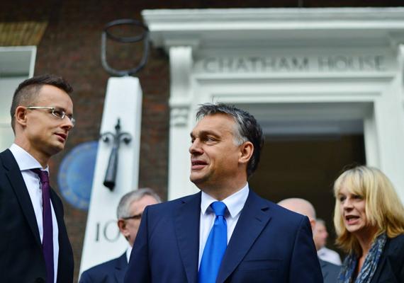 Orbán Viktort londoni kirándulására Szijjártó Péter is elkísérte.