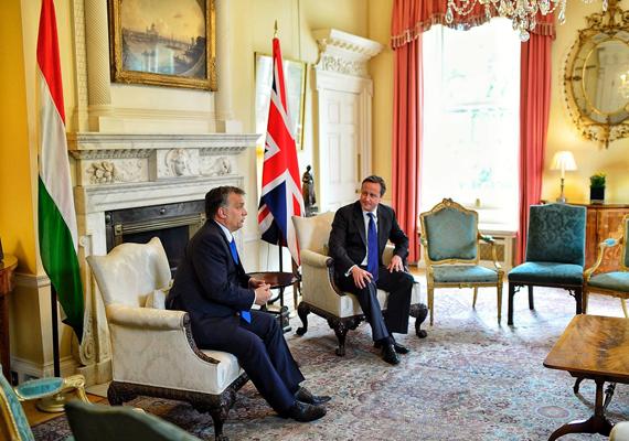 Közös sajtótájékoztató a brit miniszterelnökkel, David Cameronnal.