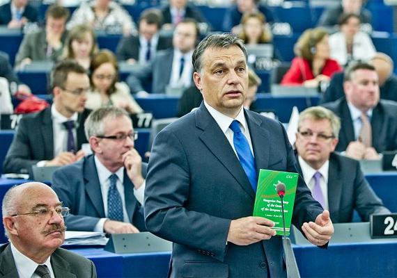 Idén Magyarországon volt a sor, hogy az Európai Unió soros elnökségének tisztségét betöltse. A júniusban lejárt pozíció után Orbán Viktor Strasbourgba látogatott, hogy értékelje az elnökség fél évét.