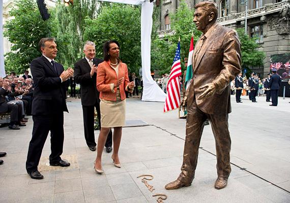 Ronald Reagan szobrának felavatásán is részt vett Orbán Viktor, Condoleezza Rice-szal, az Egyesült Államok volt külügyminiszterével együtt.