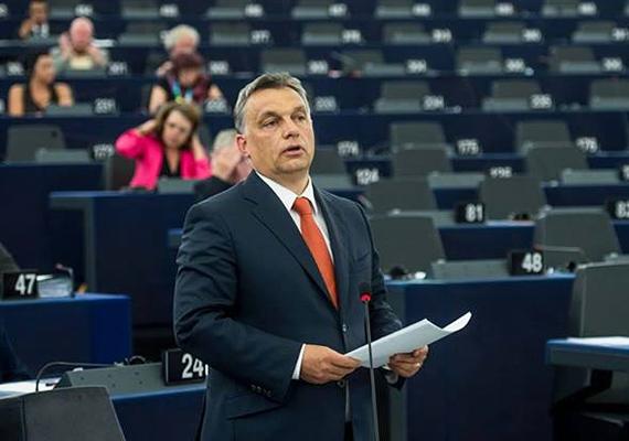 Európai parlamenti szereplése során is ezt viselte. Talán ez egy szerencsehozó nyakkendő?
