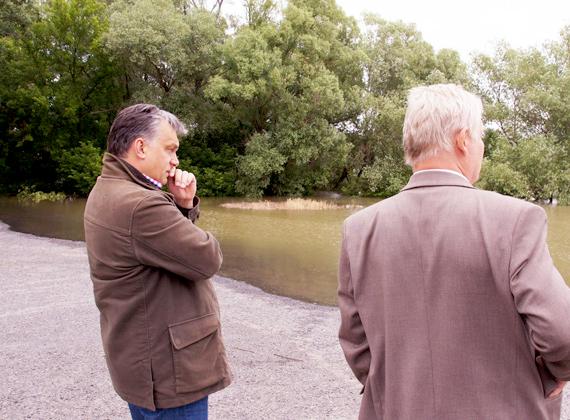 Magyarországon nagyjából kedden kezdett emelkedni a Duna, Orbán Viktor itt még csak felméri a várható következményeket.