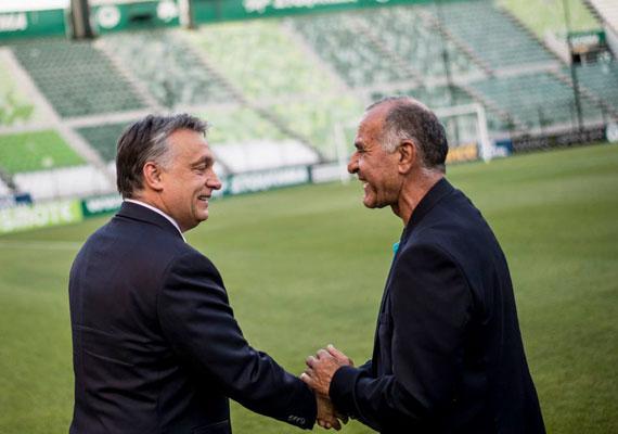 A választások után egy kellemes athéni látogatást iktatott be Orbán. Itt bőven volt ideje focival is foglalkozni, így biztosan jól érezte magát a kormányfő.