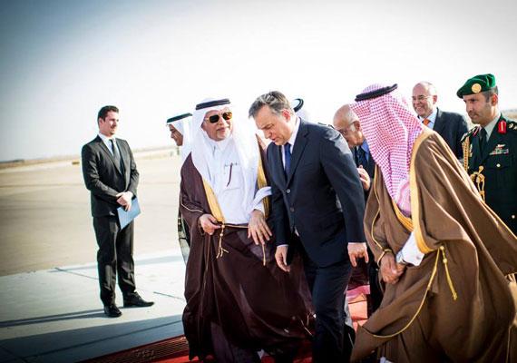 2011 után idén márciusban ismét Szaúd-Arábia vendégszeretetét élvezte Orbán. Ekkor a miniszterelnök gazdasági áttörésről beszélt, ám konkrétumot nem ismerünk azóta sem.