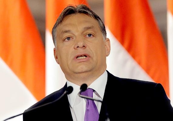 A márciusi katasztrofális hóhelyzet idején éppen Brüsszelben tárgyalt az EU csúcstalálkozóján, ahol a rezsicsökkentést próbálta megvédeni a bizottság előtt.