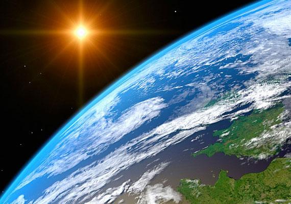 Egy friss elmélet szerint a Föld polaritása hamarosan megfordul - az északi és a déli félteke felcserélődik, ami természeti katasztrófákhoz és a kommunikációs rendszer összeomlásához vezet. A NASA véleményét itt olvashatod.