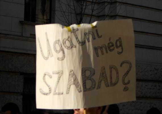 Lázár János egyes sajtóorgánumokon kívül komoly vitában áll a norvég kormánnyal is, az ország által magyarországi civileknek nyújtott támogatásokkal kapcsolatban.