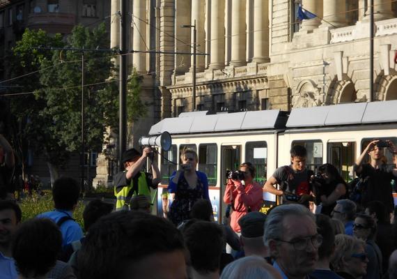 A Kettős Mérce blog által szervezett tüntetés végén a szervezők megígérték, lesz folytatás.