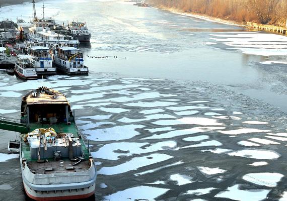 Ezen a képen jól látszik, hogy mennyire fagyott meg a Duna felszíne.