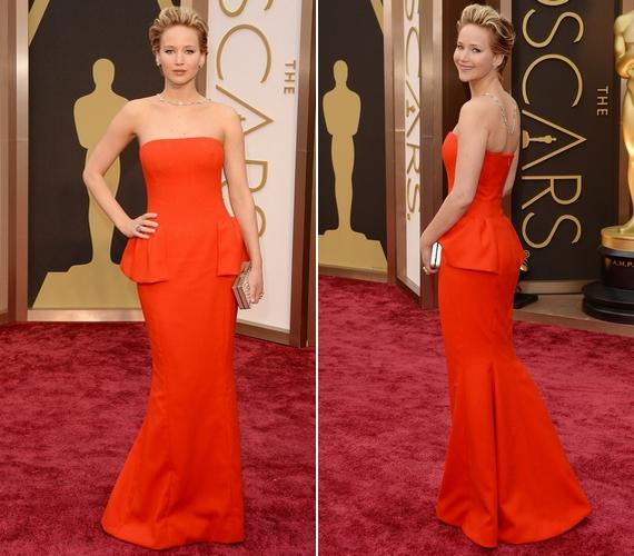 Bár Jennifer Lawrence idén a habos ruha helyett egy kisebb Dior estélyit választott, a tavalyi díjátadóhoz hasonlóan idén is sikerült elesnie.