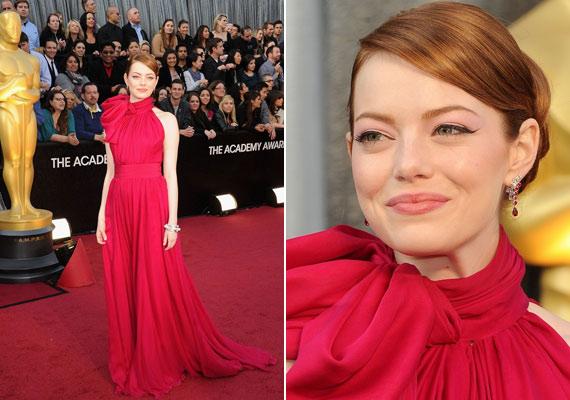 Emma Stone egy hatalmas masnival díszített Giambattista Valli ruhában lépett a vörös szőnyegre.