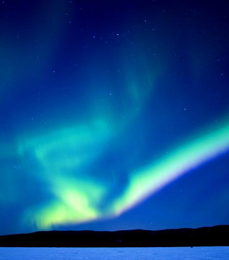 Idegen faj a föld belsejébenAz egyik legmeglepőbb összeesküvés-elmélet szerint a föld üreges, mélyén pedig különös lények élnek, akiknek akár a földönkívüliekhez is közük lehet, illetve, akiknek egy belső nap biztosítja az energiát. Jelenlétük jelének tartják az északi fényt is. Az elméletben többek között a nácik okkultista titkos társasága is hitt.Kapcsolódó cikk:Idegen faj él a föld belsejében? - A nácik megdöbbentő elmélete »