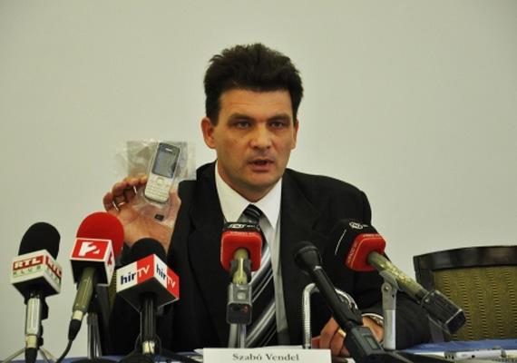 A baja időközi választásokkal kapcsolatban készített videó óriási botrányt kavart a tavalyi év során. A mobiltelefonos felvételen egy közvetítő 200 ezer forintot ad át egy helyi férfinak, és további pénzt és tűzifát ígér neki, ha ő és családja elmennek a Fidesz jelöltjére, Kovács Csabára szavazni a bajai időközi választáson. A videóról később kiderült, hogy az az MSZP rendelte. A Bács-Kiskun Megyei Rendőr-főkapitányság bűncselekmény hiányában megszüntette a nyomozást azzal az indokkal, hogy a videó a választás után készült, így nem befolyásolhatta az eredményt.