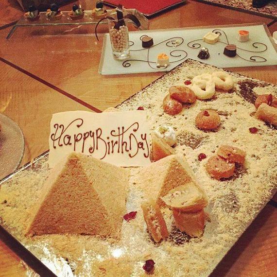 Orbán Viktor kedden ünnepelte a születésnapját, Dunaújvárosban járt a Modern Városok program keretében, majd Egyiptomban tárgyalt, ezért megkapta ajándékba a gízai piramisokat torta formájában.                         A Facebookon rengetegen köszöntötték fel, a jó kívánságokat itt olvashatod.