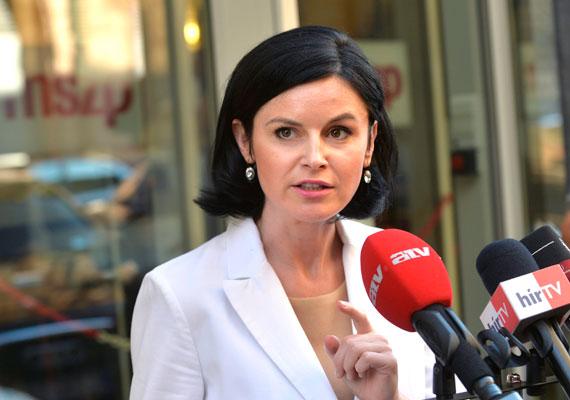 Sikeres hetet zártak női politikusaink. Miközben a parlamentben és a kormányban is alig van nő, az MSZP budapesti szervezetét ezentúl egy hölgy vezeti. Ez már a csütörtöki szavazás előtt biztos volt, hiszen Tüttő Kata és Kunhalmi Ágnes volt a két jelölt. Végül utóbbi győzött, szoros versenyben. A hét elején Pelczné Gáll Ildikó fideszes EP-képviselőt a testület egyik alelnökévé választották.