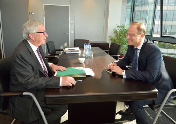 Szerdán kiderült, kiket jelöl az Európai Bizottság új elnöke, Jean-Claude Juncker. Eszerint Navracsics Tibor az oktatásügy és a kultúra területéért felel majd a következő ötéves ciklus során. Navracsics állítólag inkább az unió bővítéséért felelt volna, de Juncker ezt a területet az osztrák biztosnak szánta. A biztosoknak még át kell esniük egy parlamenti meghallgatáson, így egyelőre egyáltalán nem biztos, hogy ez marad a végső felállás.