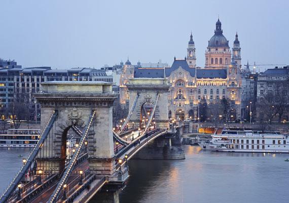 A Népszabadság információi szerint a kormány azt tervezi, hogy az október 12-i önkormányzati választásokat követően teljesen átrajzolja Budapest közigazgatási térképét. Még 2011-ben dolgozott ki a Belügyminisztérium több olyan javaslatot, mely radikális átalakítást jelentene. Az egyik teljesen megszüntetné a kerületeket, a városrészek élén csak hivatalnokok állnának a polgármesterek helyett. Az úgynevezett City-koncepció szerint a belső kerületek egyesülnének, így öt-hat kerületben lenne egyetlen belvárosi városrész. A változtatásokról még idén dönthet a parlament, de csak 2019-től lépnének életbe.