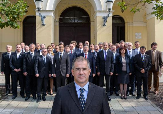 Kósa Lajos benyújtotta utolsó előterjesztését Debrecen polgármestereként. Eszerint Kósa azt szeretné, hogy a Hungarikum Bizottság nyilvánítsa hungarikummá a debreceni kolbászt. Kósa azért kénytelen távozni, mert idéntől már összeférhetetlen a polgármesterség és a parlamenti képviselői mandátum. Kósa 1998 óta vezette az ország második legnépesebb városát.