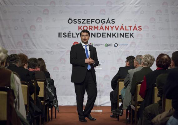Az Összefogás nevét Kormányváltásra változtatta a baloldali ellenzék. Az együttműködésben részt vevő pártok Facebook-oldalán is lecserélték a március 15-i közös rendezvényüket hirdető képeket, ezekről is eltűnt az Összefogás 2014 kifejezés.