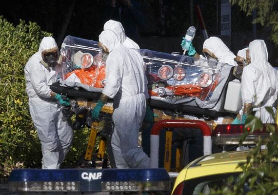 Az amerikai járványügyi hatóság bejelentése szerint megvan az első ebolás megbetegedés az Egyesült Államok területén. A Libériából érkezett férfit a tünetek jelentkezése után azonnal elkülönítették egy dallasi kórházban. Amikor először orvoshoz fordult, még hazaküldték, így napokig fertőzhetett. Az eset kapcsán már csaknem száz embert figyelnek meg a hatóság emberei. Az ENSZ szerint eddig főként Nyugat-Afrikában több mint háromezer ember halt meg ebolában, és hat és fél ezer ember fertőződött a vírussal.