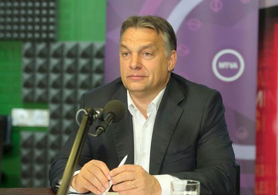 Orbán Viktor a Kossuth Rádió 180 perc című műsorában beszélt a kormány választás utáni terveiről. Ebből kiderült, hogy jövő héten kétnapos egyeztetést tart a kormány. Orbán szerint új helyzet áll elő, hiszen vége a hosszú kampányidőszaknak, három és fél évig nem lesznek választások, így mindenki nyugodtabb lehet. A kormányfő szerint a kabinet működése felgyorsul, és újabb nemzeti konzultációra is számítani lehet. A költségvetésről Orbán azt mondta, hogy még egyeztetnek Varga Mihály nemzetgazdasági miniszterrel, de megszorítások nélkül is el lehet érni a növekedést. A miniszterelnök szerint ma még a munkanélküliség okoz problémát, de egy-két év múlva már munkaerőhiány lehet.