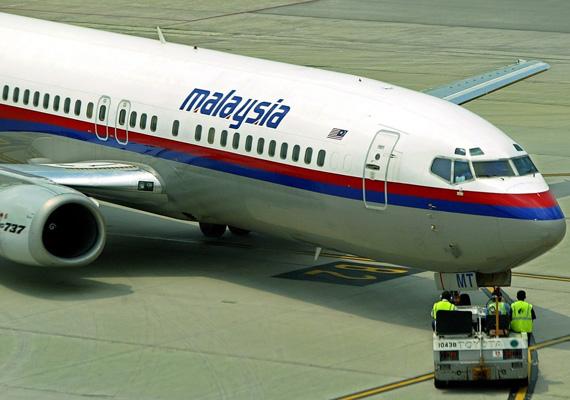 A Malaysia Airlines utasszállító repülőgépe több mint egy hete tűnt el, és feltételezhetően indiai szigetek irányába repült tovább, miután letért az útvonaláról. A Kuala Lumpurból Pekingbe tartó járaton 239 ember utazott.
