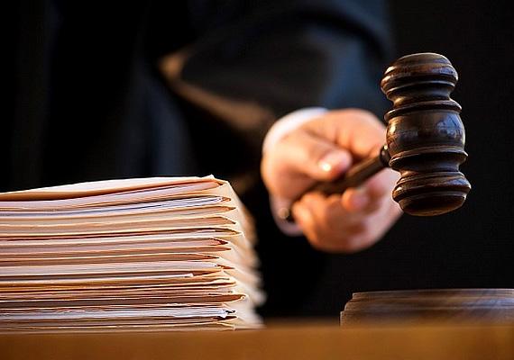 Az 1596 paragrafusból álló új Polgári Törvénykönyv március 15-én, szombaton lépett életbe. A módosításnak 7%-a változatlan, 37%a teljesen új törvényeket tartalmaz. Leginkább a dologi és a családjog változott szombaton.
