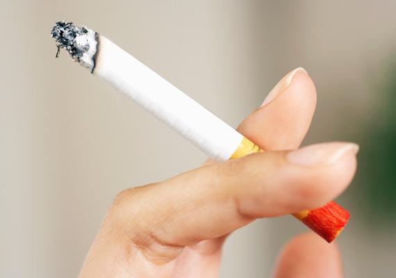 Rendkívüli egészségügyi hozzájárulás megfizetésére kötelezné 2015-ben a dohányipari vállalkozásokat a Fidesz. A hozzájárulás alapja a kötelezett 2014-es adóévben elért nettó árbevétele lenne. Szatmáry Kristóf, a kormánypárt országgyűlési képviselője szerint a javaslat célja: érvényt szerezni az igazságos közteherviselés elvének, valamint további források bevonásával segíteni az egészségügyi rendszer átalakítására vonatkozó kormányzati elképzeléseket, derült ki az MTI híreiből.