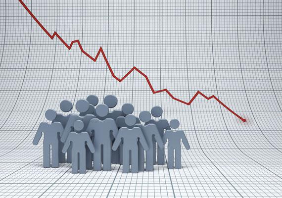A legfrissebb kutatási eredmények szerint a kormánypártok népszerűsége alaposan megsínylette az utóbbi időszak botrányait. Előbb az amerikai kitiltások, majd a netadó okozott láthatóan komoly zavart a kormány körül, ráadásul az utóbbi egy hónapban több országos méretű tüntetést is szerveztek a kormány ellen. A Tárki 1006 fős mintán végzett felmérése szerint 12%-ot veszített a Fidesz egy hónap alatt, így a teljes lakosság 25%-a áll a kormánypárt mellett. Ezzel bár támogatói harmadát elvesztette a Fidesz, még mindig messze a legnépszerűbb párt, hiszen egyik ellenzéki formáció sem tudta növelni szimpatizánsai számát. 2010 óta egyébként 2012 első felében volt a legnépszerűtlenebb a kormánypárt, akkor több intézet is 20% alatti támogatottságot mért.