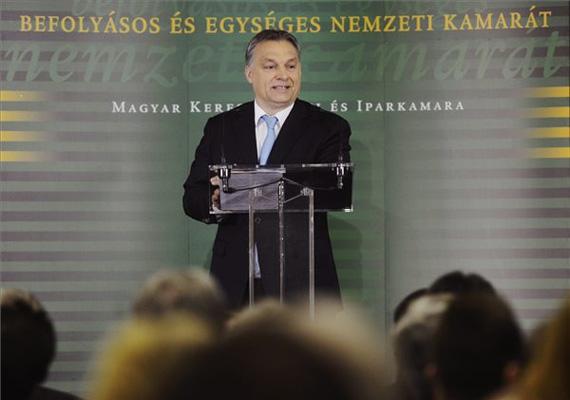 A miniszterelnök, Orbán Viktor szerdán tíz pontban beszélt a Fidesz választási programjáról, aminek egyetlen szó a lényege: folytatjuk! Két héttel a választás előtt már nem ártott értesíteni a választókat a programról.