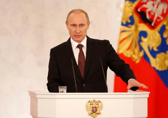 Az orosz felsőház jóváhagyta Krím Oroszországhoz való csatlakozását. Eközben Vlagyimir Putyin szankciókat léptetett életbe Barack Obamával és közeli munkatársaival szemben, akiktől megtagadja az orosz beutazás lehetőségét. Péntekre orosz katonák átvették az irányítást több ukrán hadihajó felett. A katonák eldönthetik, hogy elhagyják a félszigetet, vagy orosz állampolgárságot felvéve, jelenlegi rangjukban az orosz hadsereg tagjai maradnak 2016-ig bezárólag. Az MTI információi szerint egy Kijev-párti aktivistát például négy napon keresztül kínoztak a krími fogságban.