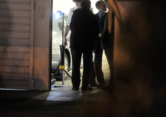 Március 20-án, csütörtökön rejtélyes körülmények között meghalt Welsz Tamás, a Simon-üggyel összefüggésbe hozott vállalkozó. Információk szerint a férfi a napokban jelezte a Nemzeti Nyomozó Irodának, hogy terhelő dokumentumai vannak, amiket szeretne átadni a rendőrségnek. Welsz a rendőrautóban lett rosszul, miközben a bizonyítékokért vitték. A halálával, annak okával és hátterével kapcsolatban rengeteg találgatás látott napvilágot. A férfi halálának körülményeit államigazgatási eljárásban az V. kerületi rendőrkapitányság rendkívüli halálesetek osztálya vizsgálja - teszik hozzá.