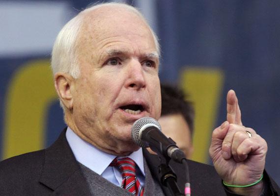 """John McCain amerikai szenátor az új magyar nagykövet kinevezésével kapcsolatban a következőket mondta: """"Nem vagyok a politikai kinevezettek ellen. Világos, hogyan folyik ez a játék, de itt egy ország, amely éppen feladja a szuverenitását egy neofasiszta diktátornak, aki Putyinnal fekszik össze."""" Bár a fogalmazás nem volt teljesen egyértelmű, később a szenátor stábja több lapnak is megerősítette, a szokatlanul erős kifejezést Orbán Viktorra értette. Az ügyben a magyar külügy behívatta André Goodfriendet, az USA nagykövetségének ideiglenes ügyvivőjét, az amerikai külügyminisztérium pedig elhatárolódott a republikánus politikus kijelentésétől. Orbán a kijelentést péntek reggeli rádióinterjújában kommentálta. A kormányfő szerint a beszéd provokáció volt, és szerinte """"Magyarország függetlensége támadás alatt áll""""."""