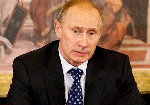 Rég látott mértékben gyengült az orosz rubel a hét első felében, némi erősödés pedig csak csütörtökön volt érezhető. A fizetőeszközre valószínűleg az országot érő nyugati szankciók vannak hatással. Egyes hírek szerint sokan pánikba estek, és tartós fogyasztási eszközök vásárlásába kezdtek, de sokan inkább dollárra vagy euróra váltották készpénzüket, félve attól, hogy még inkább elértéktelenedik a rubel. Az orosz kormány szinte folyamatosan válságtanácskozik. Az orosz válság hatására a forint is gyengült, a dollárral szemben 12 éves mélypontot is elért a hazai fizetőeszköz.