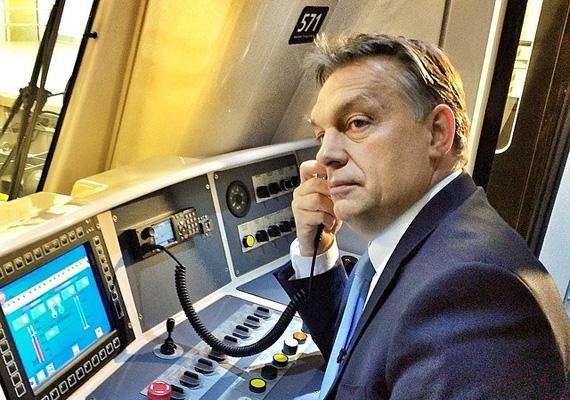 A magyar miniszterelnök, Orbán Viktor és a főpolgármester Tarlós István március 28-án, pénteken átadták a 4-es metrót, ami a kelenföldi vasútállomást köti össze a Keleti pályaudvarral. A kormányfő még metróvezetőnek is beállt a hecc kedvéért.