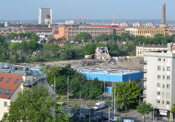 Már elbontották a stadiont a Hungária körúton, amikor a kormány további forrásokkal látta el az MTK-t, hogy új stadionja megépülhessen. A klub közölte honlapján, hogy további másfél milliárdot ad a kormányzat az építkezéshez. Korábban már kaptak erre a célra az államkasszából 4,4 milliárd forintot az összesen 6 milliárdos költségből megvalósuló beruházáshoz.