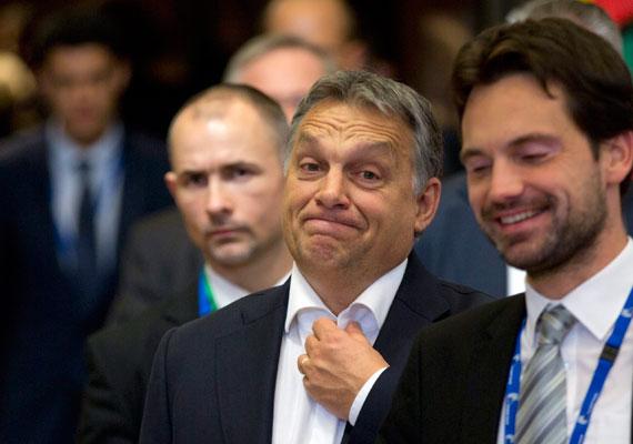 Péntek virradóra sikerült befejezni azt az EU-csúcsot, amelyen döntöttek arról, hogy Törökország 3 milliárd eurós segélyt kaphat a jövőben. Ankarának az lenne a feladata, hogy jobb körülményeket teremtsen menekülttáboraiban, így enyhítve a nyugat felé áramló menekültek számát. Orbán Viktor szerint ez csak félsiker, szerinte a törökökkel való megállapodás mellett a görög-török határt is le kellene zárni.