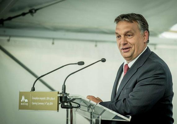 A Tárki szerdán publikált felmérése alapján tovább csökkent a Fidesz szavazótábora. A teljes népesség körében a nagyobbik kormánypárt ugyan csak 1%-ot esett, így 24%-on áll jelenleg, ám a pártválasztók körében 45%-ról 41%-ra estek vissza. A teljes népességet tekintve a második legnépszerűbb párt továbbra is a Jobbik 12%-kal, őket pedig az MSZP követi 11%-kal. A DK 3%-ról 6%-ra erősödött januárban, a többi párt népszerűsége pedig az 5%-os parlamenti küszöb alatt van jelenleg.