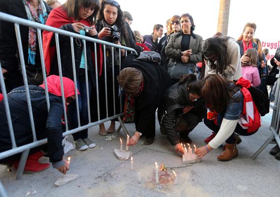 Szerdán 23 emberrel - 20 külföldi turistával és három helyivel - végeztek merénylők a tuniszi Bardo Nemzeti Múzeumban. A merényletet az Iszlám Állam vállalta magára, csakúgy, mint a januári franciaországi vérengzéseket. Az egyik, a helyszínen lelőtt merénylőről kiderült, már korábban a tunéziai titkosszolgálatok célkeresztjébe került. Több támadót még keres a rendőrség.